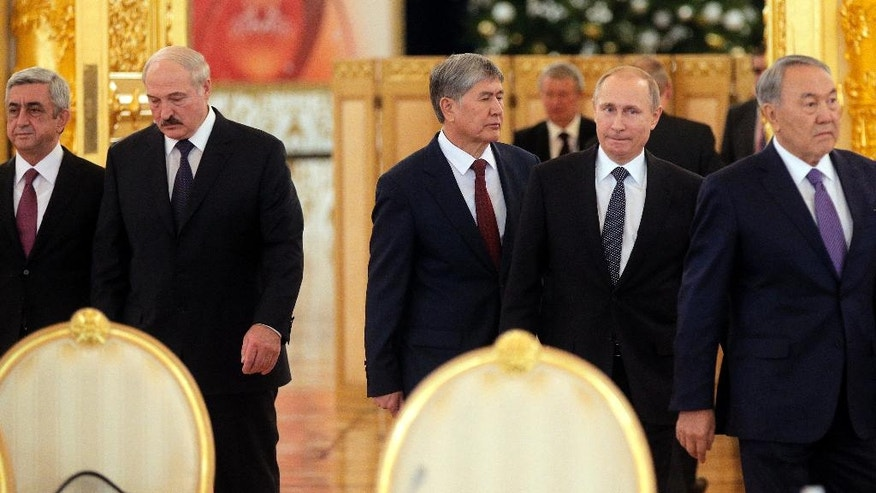 From left: Armenian President Serge Sarkisian, Belarus' President Alexander Lukashenko, Kyrgyz President Almazbek Atambayev, Russian President Vladimir Putin and  Kazakh President Nursultan Nazarbayev arrive for the Eurasian Economic Union summit in Moscow's Kremlin, Russia, Tuesday, Dec. 23, 2014. Putin, Lukashenko and leaders of Kazakhstan, Kyrgyzstan and Armenia finalized the creation of the Eurasian Economic Union, a new alliance intended to boost their economic integration. (AP Photo/ Maxim Shipenkov, Pool)