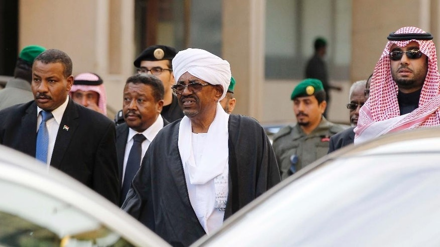 Sudanese President Omar al-Bashir, center, arrives at the Imam Turki bin Abdullah mosque to attend the funeral of King Abdullah in Riyadh, Saudi Arabia, Friday, Jan. 23, 2015. Saudi state TV reported early Friday that King Abdullah of Saudi Arabia died at the age of 90. (AP Photo)