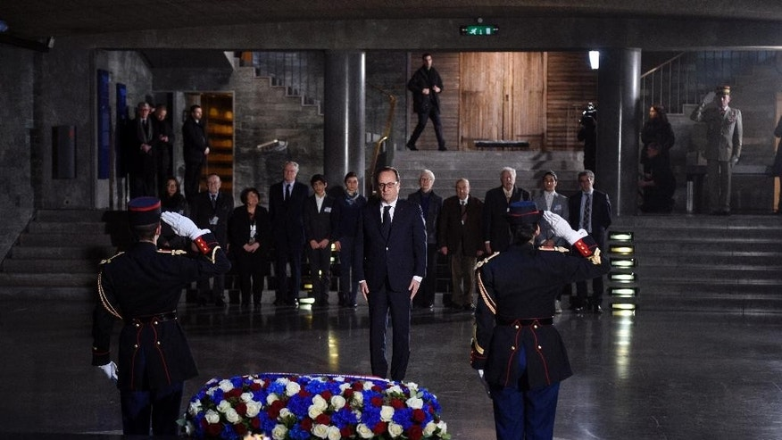 French President Francois Hollande pays his respects at the Holocaust memorial in Paris, Tuesday Jan. 27, 2015 in Paris, at the Holocaust memorial.  Hollande visits France's Holocaust Memorial, amid rising concerns about anti-Semitism after a kosher supermarket was targeted in the country's deadliest attacks in decades. Hollande heads later in the day to Auschwitz for the 70th anniversary of the liberation of the Nazi concentration camp. (AP Photo/Martin Bureau, Pool)