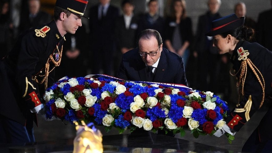 French President Francois Hollande lays a wreath of flowers at the Holocaust memorial in Paris, Tuesday Jan. 27, 2015 in Paris, at the Holocaust memorial.  Hollande visits France's Holocaust Memorial, amid rising concerns about anti-Semitism after a kosher supermarket was targeted in the country's deadliest attacks in decades. Hollande heads later in the day to Auschwitz for the 70th anniversary of the liberation of the Nazi concentration camp. (AP Photo/Martin Bureau, Pool)