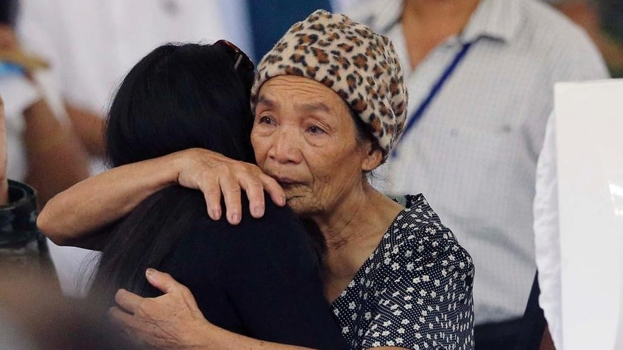 Relatives of the 44 elite police commandos killed last Sunday during the Philippines' biggest single-day combat loss in recent years, mourn at Camp Bagong Diwa, Taguig city, south of Manila, Philippines, on Friday, Jan. 30, 2015. On Friday, Philippine President Benigno Aquino III promised grieving relatives of the slain commandos that government forces will capture suspected bomb-maker Abdul Basit Usman. (AP Photo/Bullit Marquez)