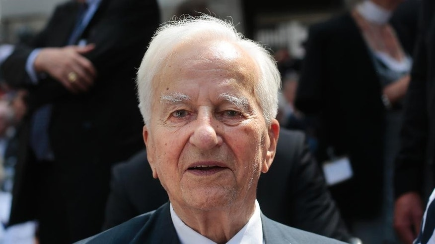 In this photo taken Sunday, July 20, 2014 in Berlin, former German President Richard von Weizsaecker attends a wreath laying ceremony to commemorate the 70th anniversary of the attempted assassination of Adolf Hitler .  Former German President Richard von Weizsaecker, who urged his country to confront its dark past, promoted reconciliation and denounced far-right violence during a 10-year tenure spanning the reunification of west and east, has died. He was 94. The German president's office announced the death of Weizsaecker, who was president from 1984 to 1994, on Saturday Jan. 31, 2015.  (AP Photo/Markus Schreiber,file)