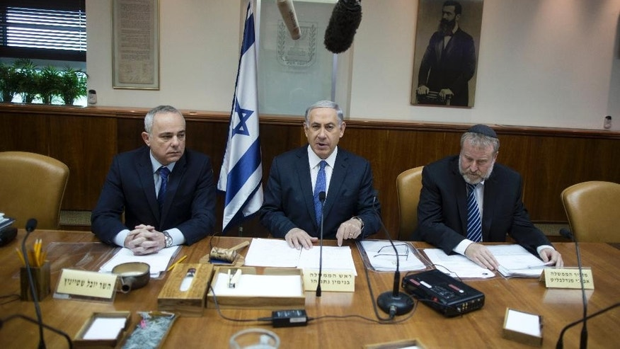 Israel's Prime Minister Benjamin Netanyahu, center, chairs the weekly cabinet meeting in Jerusalem, Sunday, Feb. 15, 2015. (AP Photo/Abir Sultan, Pool)
