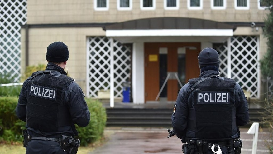 Police guard  the entrance  of a synagogue in Bremen, Germany, Sunday March 1, 2015.  Police in the German city of Bremen warned Saturday of a potential danger from Islamic extremists there and stepped up security measures. Police said they stepped up their presence in the city and, as a precaution, increased security for the Jewish community. They said Saturday evening, several hours after issuing the warning, that they had carried out searches on an unidentified suspect and at an Islamic culture center. One person was arrested, they added.  (AP Photo/dpa,Carmen Jaspersen)