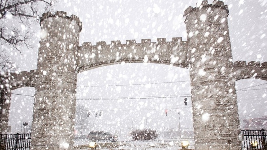 Snow falls near the entrance of Noble Park, Wednesday, March 4, 2015, in Paducah, Ky. A storm stretching from northern Texas to southern New England is set to bring what could be winters last significant snowfall for the East Coast. (AP Photo/The Paducah Sun, John Paul Henry)