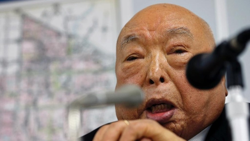 In this March 5, 2015 photo, former firefighter Isamu Kase speaks in a lecture at Joto fire department in Tokyo. Kase survived the March 10, 1945, firebombing of Tokyo. Japan mourned Tuesday for the 105,400 people killed in a single night 70 years ago, when U.S. B-29 bombers obliterated much of Tokyo in the deadliest conventional bomb attack ever. (AP Photo/Shizuo Kambayashi)