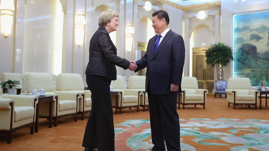 Chinese President Xi Jinping, right, shakes hands with Harvard University President Drew Gilpin Faust at the Great Hall of the People Monday, March 16, 2015 in Beijing, China. (AP Photo/Feng Li, Pool)