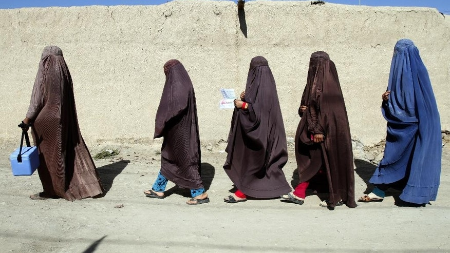 Afghan health workers prepare to dispense vaccinations during a polio campaign in Kandahar, south of Kabul, Afghanistan, Monday, April 6, 2015. (AP Photo/Allauddin Khan)