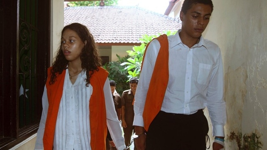 March 12, 2015: Heather Mack, left, and her boyfriend Tommy Schaefer, both from Chicago, Ill., are handcuffed as they walk to a court room to witness a trial in Bali, Indonesia.