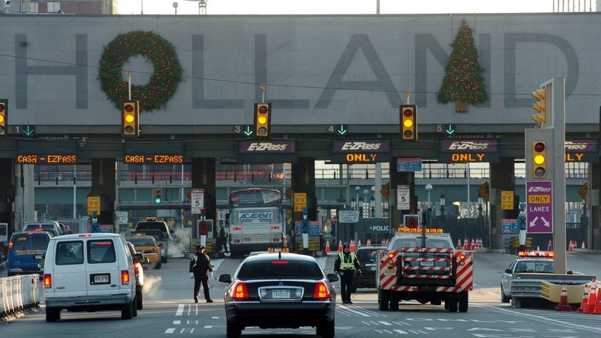 JERSEY CITY, NJ - DECEMBER 21:  Port Authority police check vehicles at the Holland Tunnel check point on December 21, 2005 in Jersey City, New Jersey. Vehicles must have four or more occupants entering Manhattan below 96th Street from 5am and 11am. Subways and buses around New York remain offline as transit workers continue to strike for the second day.  (Photo by Marko Georgiev/Getty Images)