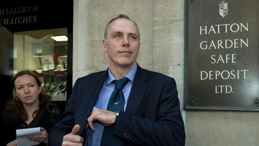 April 9, 2015: Detective Chief Inspector Paul Johnson of the Metropolitan police Flying Squad speaks to the media outside the Hatton Garden Safe Deposit Ltd entrance.