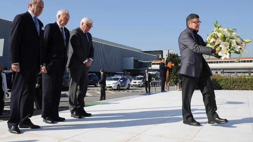 French Foreign Minister Laurent Fabius, left, Spanish Foreign Minister Manuel Garcia Margallo, center, and German Foreign Minister Frank-Walker Steinmeier observe a minute of silence in commemoration of the victims of the Germanwings Airbus A320 crash on March 24, 2015 in the French Alps, at the airport of Barcelona, Spain, Monday April 13, 2015. The foreign ministers of Spain, France and Germany have attended a wreath-laying ceremony at Barcelona's airport in memory of the 150 victims of the Germanwings plane crash last month. (AP Photo/Manu Fernandez)