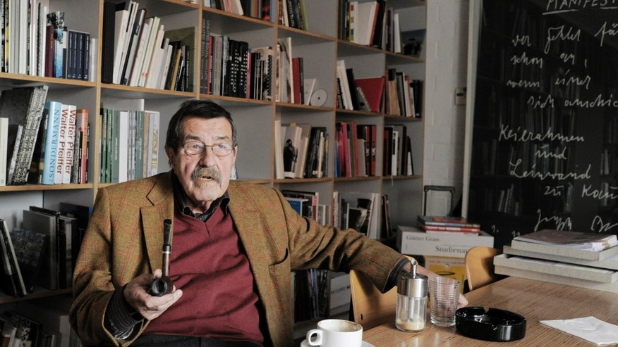 Oct. 15, 2009 - FILE photo of German writer and Nobel price laureate for literature Guenter Grass in the library of Steidl publishers in Goettingen, Germany. Nobel laureate Grass has died, his publishing house confirmed Monday. He was 87.