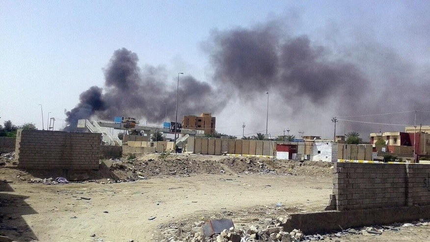 Smoke rises from the Haouz neighborhood during clashes with Islamic State group militants, in central Ramadi, 70 miles (115 kilometers) west of Baghdad, Iraq, Monday, April 20, 2015. (AP Photo)