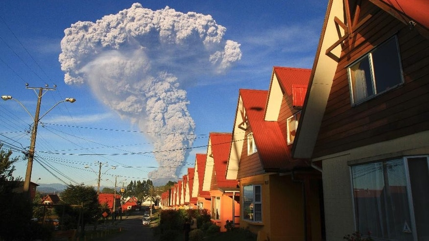 The Calbuco volcano is seen erupting from Puerto Varas, Chile, Wednesday, April 22, 2015. The volcano erupted billowing a huge ash cloud over a sparsely populated, mountainous area in southern Chile. Authorities ordered the evacuation of the inhabitants of the nearby town of Ensenada, along with residents of two smaller communities. (AP Photo/Carlos F. Gutierrez) - CHILE OUT - NO USAR EN PUBLICACIONES O WEBSITES EN CHILE