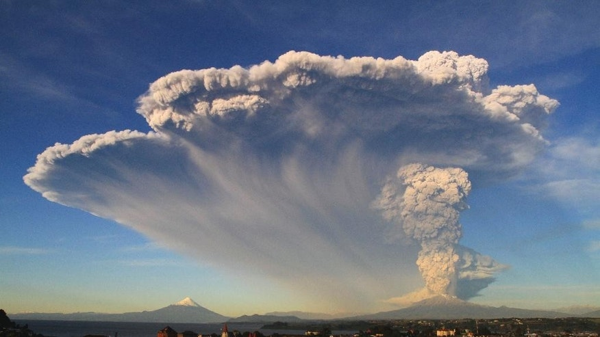 The Calbuco volcano erupts near Puerto Varas, Chile, Wednesday, April 22, 2015. The volcano erupted billowing a huge ash cloud over a sparsely populated, mountainous area in southern Chile. Authorities ordered the evacuation of the inhabitants of the nearby town of Ensenada, along with residents of two smaller communities. (AP Photo/Carlos F. Gutierrez) CHILE OUT - NO USAR EN PUBLICACIONES O WEBSITES EN CHILE