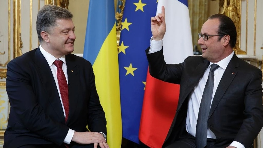 French President Francois Hollande, right, speaks with Ukraine's President Petro Poroshenko during a meeting at the Elysee Palace in Paris, France, Wednesday, April 22, 2015. Poroshenko is set to discuss current developments in Ukraine with his French counterpart. (AP Photo/Philippe Wojazer, Pool)