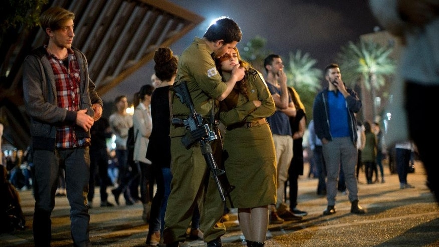 Israeli soldiers and other Israelis attend a ceremony marking Israel's annual Memorial Day for fallen soldiers, in Tel Aviv, Israel, Tuesday, April 21, 2015. (AP Photo/Oded Balilty)