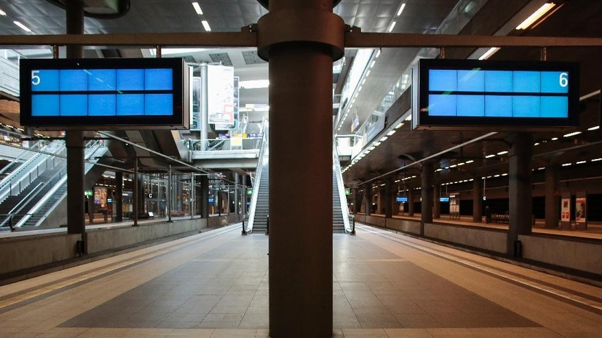 Due to a train drivers strike the platforms at the main train station remain empty in the afternoon in Berlin, Germany, Wednesday, April 22, 2015. The GDL union said passenger services was hit from 2 a.m. (0000 GMT) Wednesday until 9 p.m. (1900 GMT) Thursday. (AP Photo/Markus Schreiber)