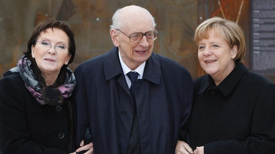 Poland's Prime Minister Ewa Kopacz, left; Wladyslaw Bartoszewski, a former foreign minister; and German Chancellor Angela Merkel, right, pose while visiting an exhibition commemorating Polish-German reconciliation, in Krzyzowa, Poland, Thursday Nov. 20, 2014. Bartoszewski died on Friday, April 24, 2015 at age 93. (AP Photo/Czarek Sokolowski)