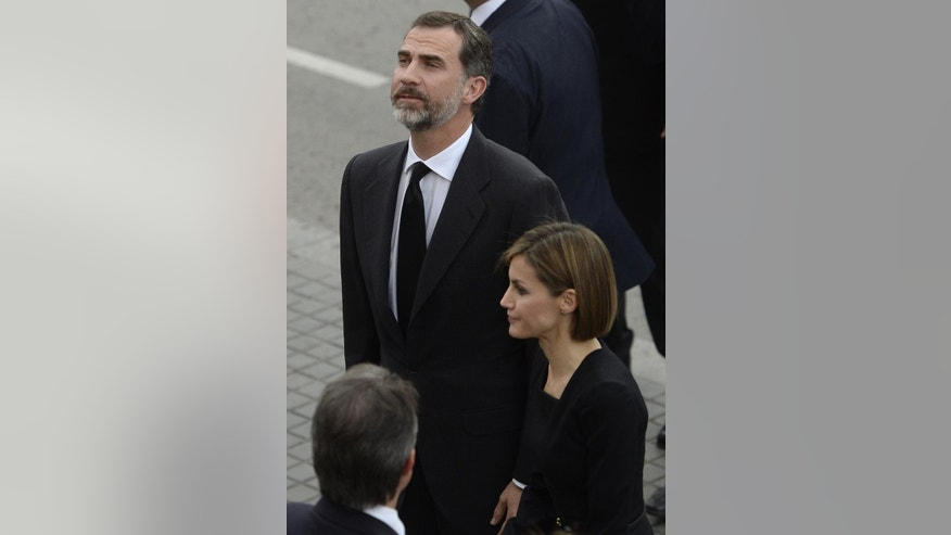 Spain's King Felipe VI and Queen Letizia arrive at the Sagrada Familia church to attend the memorial service for the victims of the Germanwings crash in Barcelona, Spain, Monday, April 27, 2015. 150 people were killed in the plane crash in the French Alps in March. (AP Photo/Manu Fernandez)