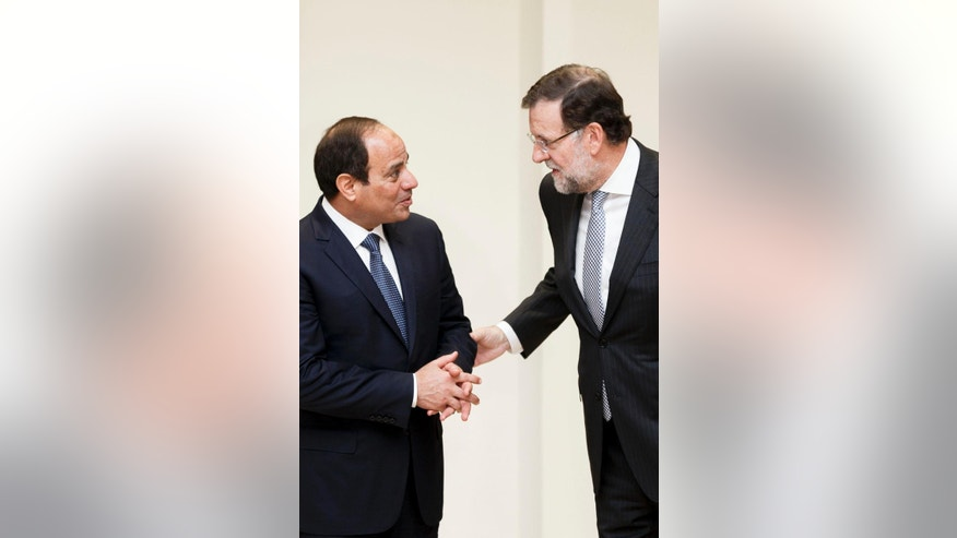 CORRECTS SPELLING OF EGYPTIAN PRESIDENT'S NAME Spain's Prime Minister Mariano Rajoy speaks with Egyptian President Abdel Fattah el-Sissi, left, during a meeting the Moncloa Palace, in Madrid, Spain, Thursday, April 30, 2015.(AP Photo/Daniel Ochoa de Olza)