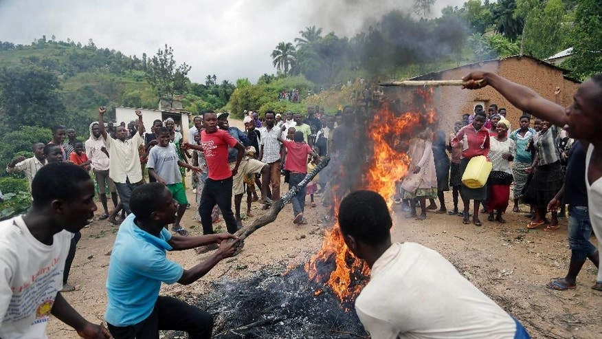 Demonstrators block the road in the rural village of Rwenza near Bujumbura, Burundi, Tuesday May 5, 2015. The Constitutional court validated  President Pierre Nkurunziza's decision to seek a third term, amid street protests.(AP Photo/Jerome Delay)