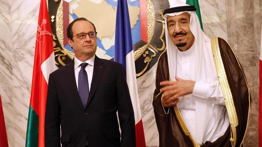 French President Francois Hollande attends with Saudi Arabia's King Salman, right, the Gulf cooperation council summit in Riyadh, Saudi Arabia, Tuesday, May 5, 2015. Hollande is the guest of honor of the Gulf cooperation council summit in Riyadh, where security issues in the region are going to be discussed.  (AP Photo/Christophe Ena, Pool)