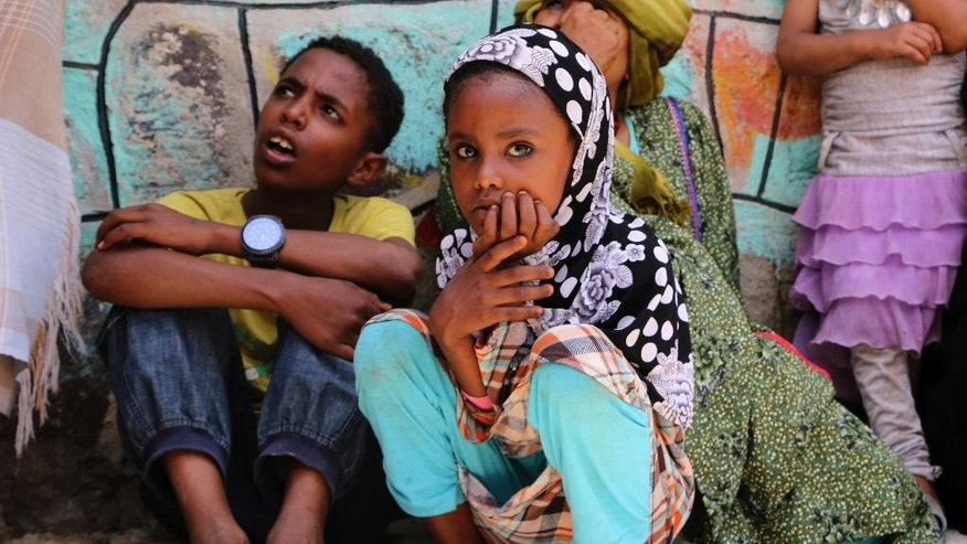 Displaced families who fled fighting in the southern city of Aden wait for relief supplies during a food distribution effort by Yemeni volunteers, in Taiz, Yemen, Saturday, May 9, 2015. Humanitarian organizations say they face challenges delivering aid to citizens affected by the ongoing conflict, because of a severe fuel shortage and difficulty accessing warehouses. (AP Photo/Abdulnasser Alseddik)