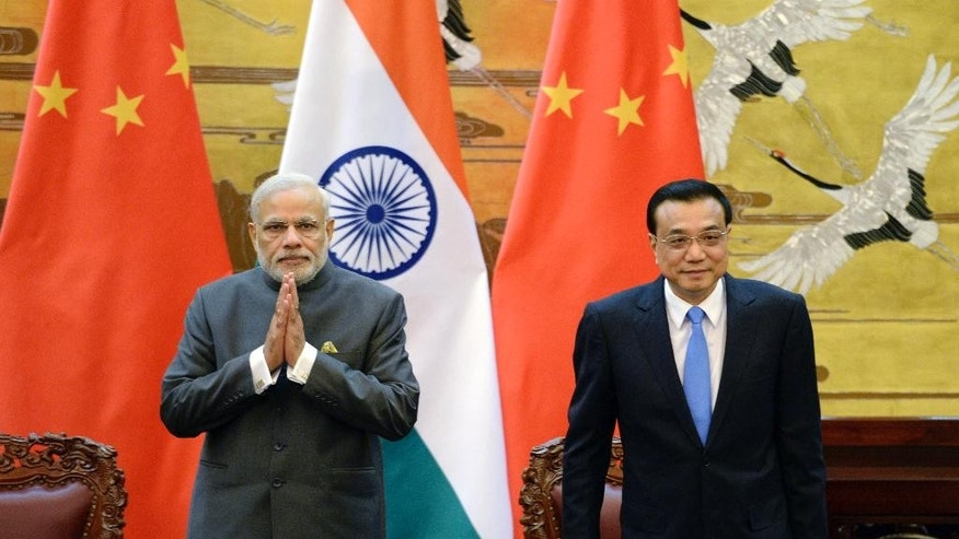 Chinese Premier Li Keqiang, right, and Indian Prime Minister Narendra Modi attend a signing ceremony at the Great Hall of the People in Beijing, China Friday, May 15, 2015. (Kenzaburo Fukuhara/Pool Photo via AP)