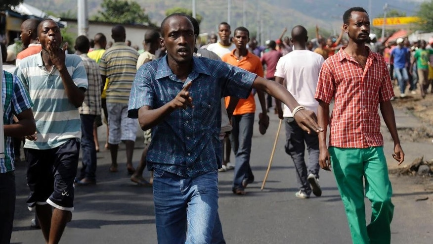 Soldiers from a special unit disperse a group of protesters by firing in the air in the Musaga neighborhood of Bujumbura, Burundi, Monday May 18, 2015.The army has deployed throughout the town as hundreds return to the streets Monday to protest the president's decision to seek a third term in office.  (Photo/Jerome Delay)