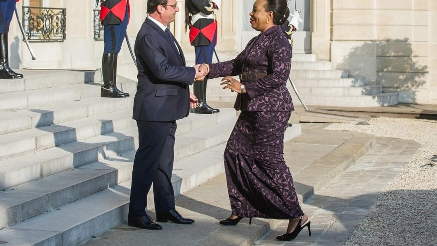 France's President Francois Hollande, left, welcomes Central African interim President Catherine Samba-Panza prior to their meeting at the Elysee Palace in Paris, France, Wednesday, May 27, 2015.  (AP Photo/Kamil Zihnioglu)