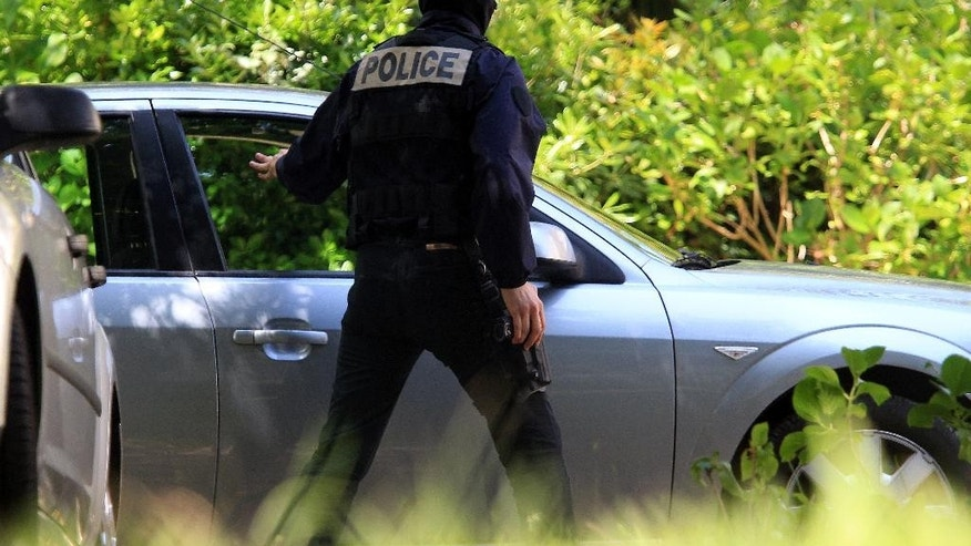 French police officers arrive at a villa during a search operation in Biarritz, southwestern France, Thursday, May 28, 2015. French and Spanish authorities have detained one person and are raiding a villa in the French Atlantic coast city of Biarritz, in an operation targeting the Basque separatist group ETA. (AP Photo/Bob Edme)