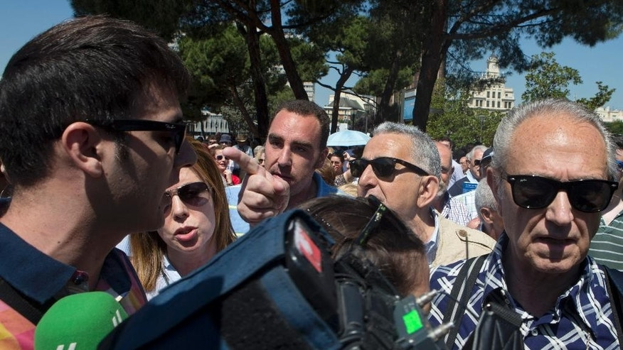 Right-wing demonstrators surround a tv journalist from the Spanish Sexta channel shouting, pushing and insulting the press during protest in Madrid, Spain, Saturday, May 30, 2015. The protesters were unhappy with the recent election results in which two new parties have carved out a kingmaker role in many Spanish cities and regions following local elections that dealt a serious blow to the governing conservative Popular Party. (AP Photo/Paul White)