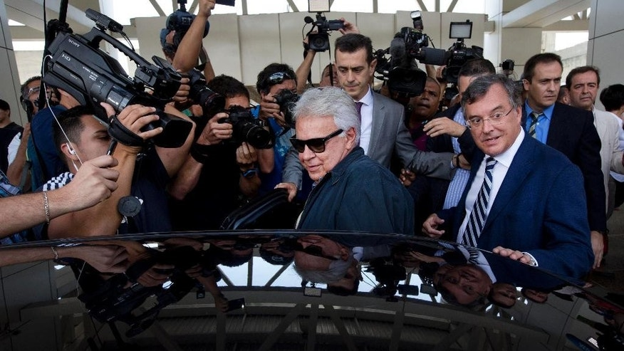 Spain's former president Felipe Gonzalez, center, boards a car upon his arrival at Maiquetia International airport in la Guaira, Venezuela, Sunday, June 7, 2015. Gonzalez is visiting Venezuela where he expects to visit the imprisoned mayor Caracas, Antonio Ledezma and jailed opposition leader Leopoldo Lopez. Gonzalez did not give more details about his agenda at his arrival. (AP Photo/Ariana Cubillos)