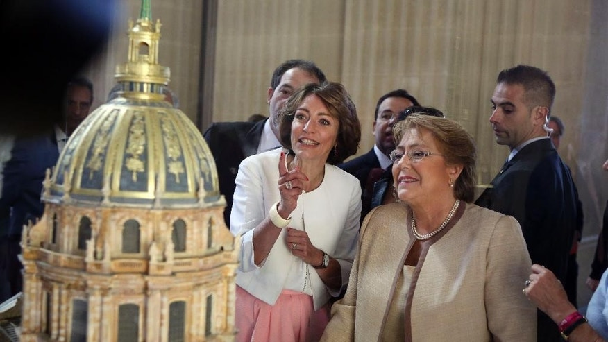 Chile President Michele Bachelet, right, and French Social Affairs and Health Minister Marisol Touraine look at a model of the Invalides church, during a welcoming ceremony at the Invalides, in Paris, France, Monday June 8, 2015. Michele Bachelet is on a two-day official visit in France. (AP Photo/Remy de la Mauviniere/Pool)