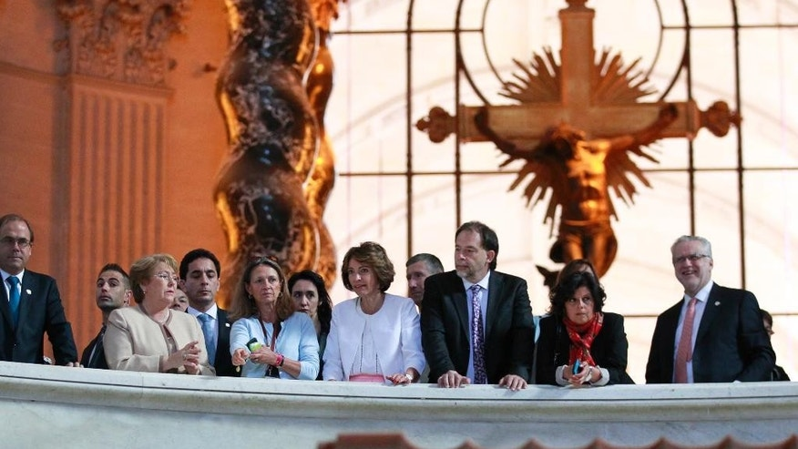 Chile President Michele Bachelet, left, and French Social Affairs and Health Minister Marisol Touraine, center left,  listen to Army museum curator Beatrice Six, second left, on a visit to the Tomb of Emperor Napoleon, during a welcoming ceremony at the Invalides in Paris, France, Monday June 8, 2015. Michele Bachelet is on a two-day official visit in France. (AP Photo/Remy de la Mauviniere/Pool)