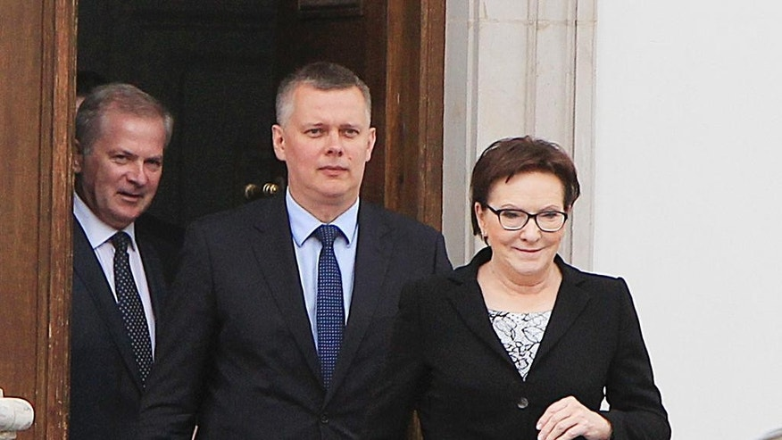 Polish Prime Minister Ewa Kopacz, right,  and her deputy, Defense Minister Tomasz Siemoniak, center, leaving the Belvedere Palace in Warsaw, Poland, on Monday, June 15, 2015 following a meeting with the nation's president, Bronislaw Komorowski, over the appointment of new ministers after four Cabinet members resigned last week over last year's taping scandal. The names of the ministers are to be announced later Monday.(AP Photo/Czarek Sokolowski)