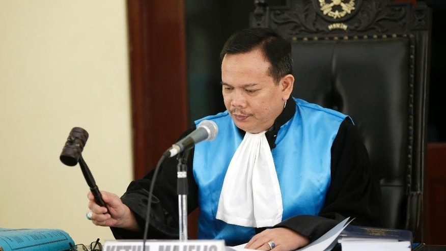 Indonesian judge Ujang Abdullah raps his gavel as he reads the verdict for Serge Atlaoui, a French national who is on death row after being convicted of drug offences, during a hearing at the State Administrative Court in Jakarta, Indonesia, Monday, June 22, 2015. The administrative court on Monday denied the final appeal of Atlaoui facing execution for drug offenses. (AP Photo/Achmad Ibrahim)