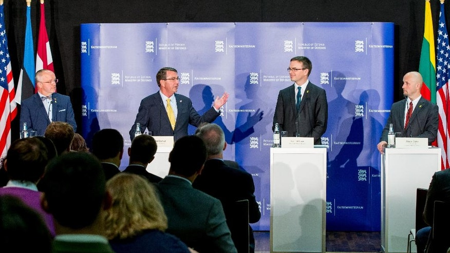 Lithuanian defense Minister Juozas Olekas, left, US Secretary of Defense Ashton Carter, second left, Estonian Defense Minister Sven Mikser and Latvian Secretary of Defense Janis Sarts, right, attend a joint press conference after a meeting in Tallinn, Estonia, Tuesday, June 23, 2015. (AP Photo)