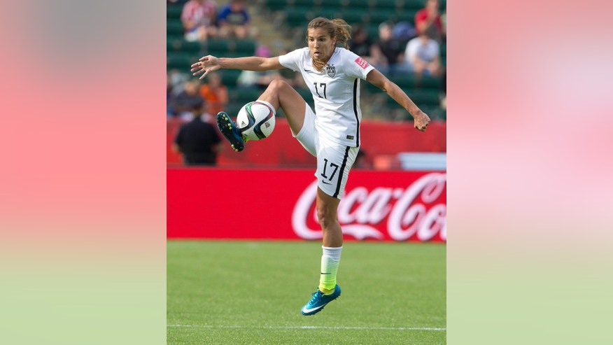 United States' Tobin Heath (17) kicks the ball against Colombia during first half FIFA Women's World Cup round of 16 action in Edmonton, Alberta, Canada, Monday, June 22, 2015.  (Jason Franson/The Canadian Press via AP) MANDATORY CREDIT