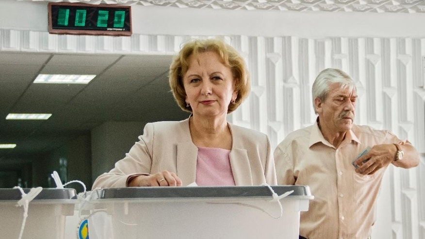 Zinaida Greceanai, the pro-Russian candidate for mayor of the Moldovan capital casts her ballot in a runoff for local elections in Chisinau, Moldova, Sunday, June 28, 2015. Moldovans were voting Sunday in local election runoffs that are being seen as a test of whether the former Soviet republic moves closer to the European Union or Russia. (AP Photo/Dan Morar)