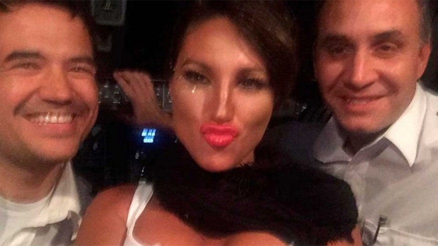 Victoria Xipolitakis (center) with the two fired Argentinean airline pilots. (Source: via Twitter)