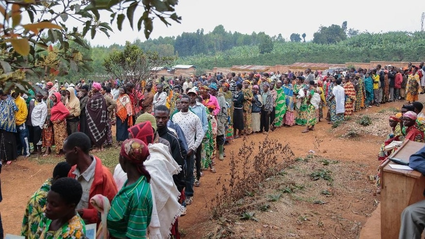 Burundian people line up to vote in parliamentary elections in Ngozi, Burundi, Monday, June 29, 2015.  Burundians are voting in parliamentary elections marked by an opposition boycott and the threat of violence as police battle anti-government protesters in the capital. (AP Photo/Gildas Ngingo)