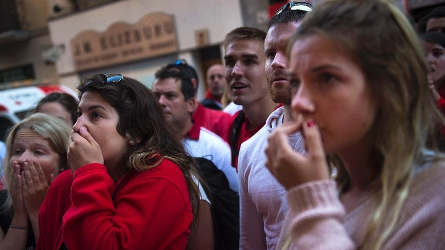 People make anxious while they watch ''Fuente Ymbro'' fighting bulls during the fourth running of the bulls, at the San Fermin Festival, in Pamplona, Spain, Friday, July 10, 2015. Revelers from around the world arrive to Pamplona every year to take part in some of the eight days of the running of the bulls. (AP Photo/Alvaro Barrientos)