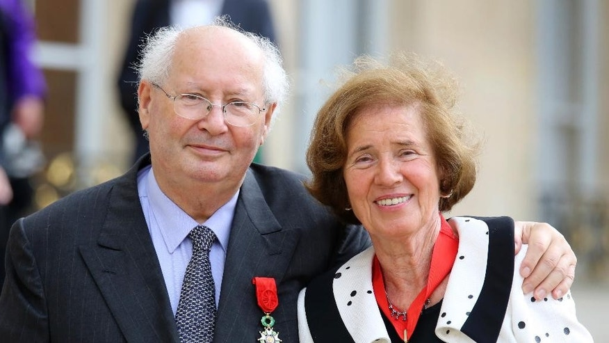 FILE - In this July 20, 2014 file photo French famed Nazi hunter Serge Klarsfeld poses with his wife Beate, as they leave the Elysee Palace in Paris, after being awarded with the Legion of Honor medal by French President Francois Hollande.  Serge Klarsfeld and his wife Beate were awarded the German order of merit on Monday, July 20, 2015. (AP Photo/Remy de la Mauviniere, file)