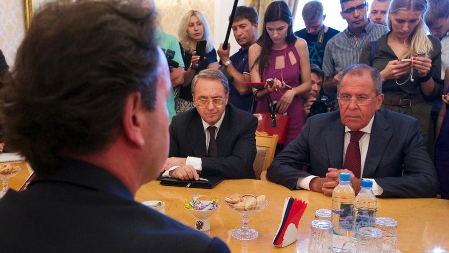 Russian Foreign Minister Sergey Lavrov, right, and Syrian National Coalition president Khaled Khoja, foreground, meet in Moscow, Russia, Thursday, Aug. 13, 2015. Russia's foreign minister on Thursday hosted a delegation of the main Syrian opposition group, part of the Kremlin's new push for a mediation role in the Syrian conflict. (AP Photo/Ivan Sekretarev)