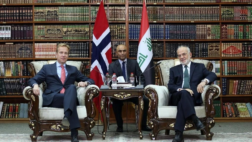 Iraqi Foreign Minister Ibrahim al-Jaafari, right, meets with his Norwegian counterpart Borge Brende in Baghdad, Iraq, Sunday, Aug. 23, 2015. (AP Photo/Karim Kadim, Pool)