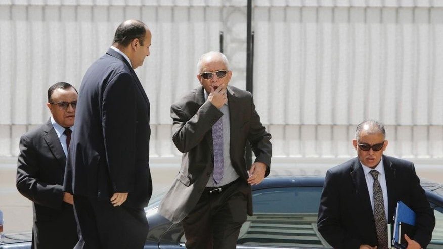 Yemeni Foreign Minister Yassin Riad, center, arrives at the Arab League headquarters for talks with Secretary-General Nabil Elaraby, in Cairo, Egypt, Thursday, Aug. 27, 2015. (AP Photo/Amr Nabil)
