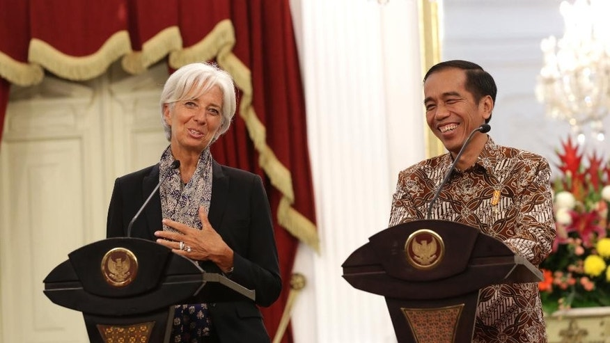 Managing Director of the International Monetary Fund Christine Lagarde, left, holds a joint news conference with Indonesian President Joko Widodo, right, at the Presidential Palace in Jakarta, Indonesia,Tuesday, Sept. 1,2015. Lagarde is on a two-day visit in the country.(AP Photo/Achmad Ibrahim)